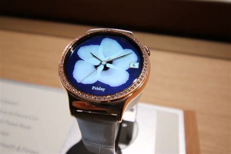 Hands on with Huawei's smartwatches for the ladies