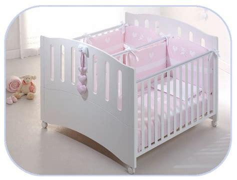 baby im kinderbett schlafen lassen zwillinge zusammen schlafen lassen