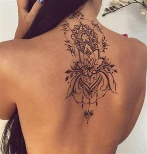 tatuaggi fiori schiena foto oltre 20 migliori idee su tatuaggio schiena su