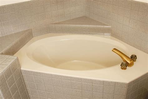 how to reglaze a bathtub yourself reglaze bathtub yourself 28 images how to refinish a