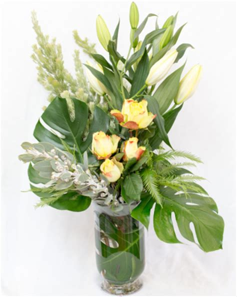 Flower Arrangements In Glass Vases by Arrangement In Glass Vase With Roses Delivery