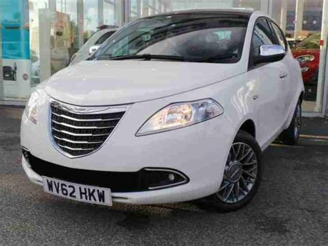 chrysler car white chrysler ypsilon 1 2 se 5dr white car for sale