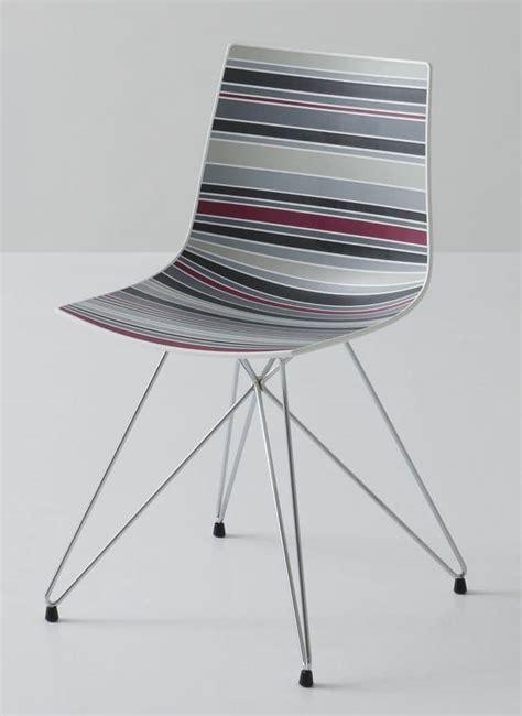 struttura a traliccio sedia con base a traliccio scocca in polimero multicolore