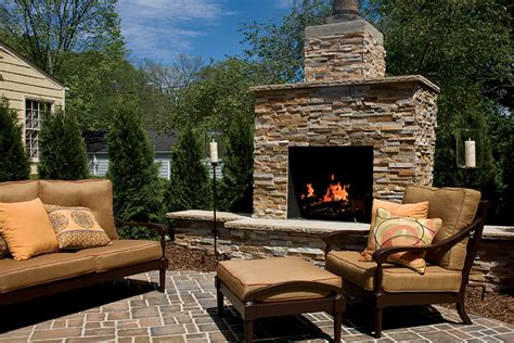 Outdoor Fireplaces   brick.com