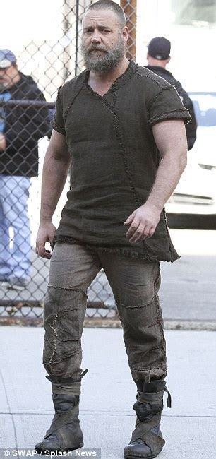 fashion for stocky men russell crowe gets to work on noah set in wake of marriage