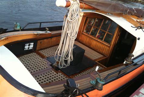 platbodem huren zonder schipper sk 251 tsje tjalk platbodem huren met of zonder schipper huren