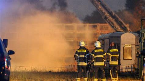 obstkisten berlin newsticker vom 13 06 hunderte obstkisten in flammen b