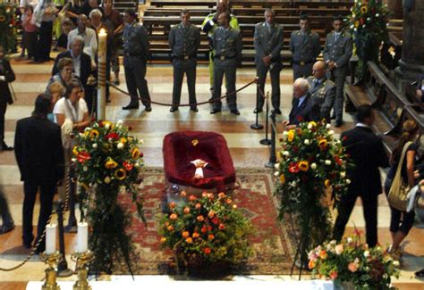 wann ist houston gestorben funeral for pavarotti houston chronicle