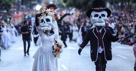 asi se puso el desfile de catrinas y catrines leyendasdevictoria ofrendas y catrinas as 237 celebra m 233 xico el d 237 a de muertos