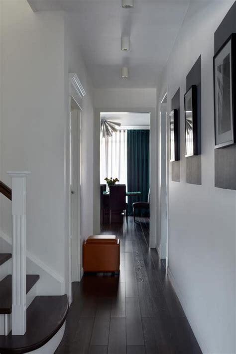 Apartment with Noble Color Palette: Emerald, Azure, Ochre
