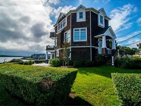 waterfront home in beautiful bonnet shores narragansett