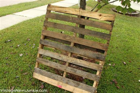 Hometalk   DIY Wood Pallet Mini Picket Fence