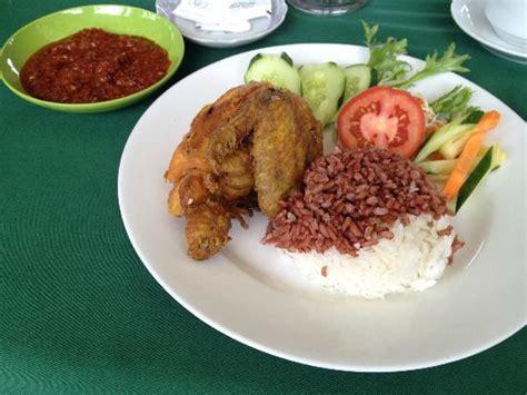 membuat nasi goreng warung nasi ayam goreng sambal picture of warung dhea