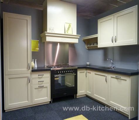 Simple Kitchen Cabinets by Simple Kitchen Cabinet Design