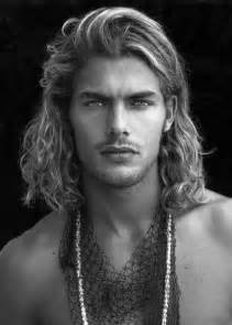 surfer haircut surfer hair for men 50 beach inspired men s hairstyles