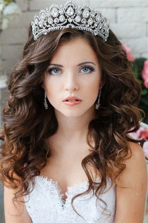 Quinceñera Hairstyles by Quinceanera Hairstyles With Tiara And Bangs Www Imgkid