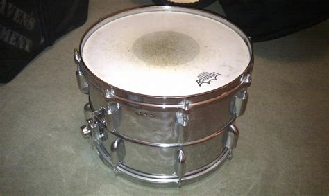 Snare Swich Dstn 04 can anyone help me identify this snare drum