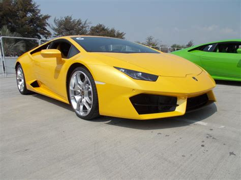Lamborghini To Buy Five Reasons To Buy The Lamborghini Huracan Lp 580 2 Carsifu