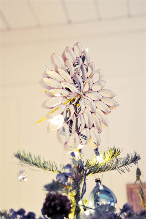 diy rustic christmas tree topper from a wrapping paper