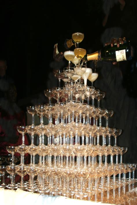 File:Bigest champagne tower   Wikimedia Commons