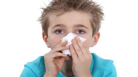 epistassi cosa fare quando esce il sangue dal naso