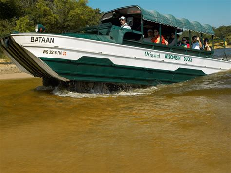 duck boat rides wisconsin dells original wisconsin ducks 174 wisdells