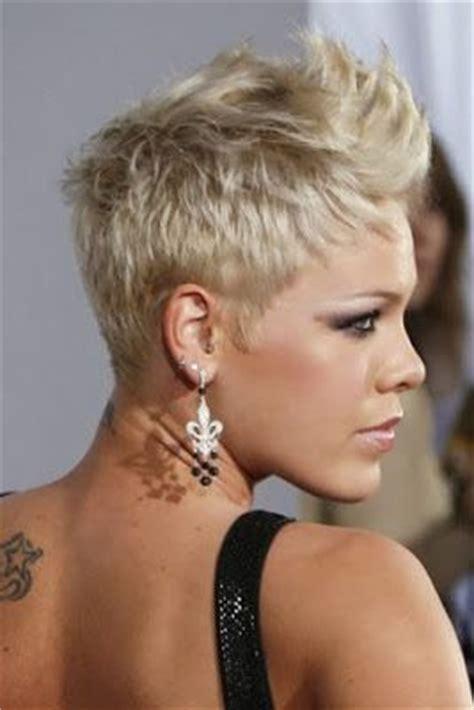 fotos de mujeres con cortes bien cortos en la nuca peinados y tendencias de moda corte de pelo corto con