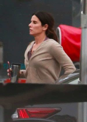 sandra bullock   set  bird box  los angeles