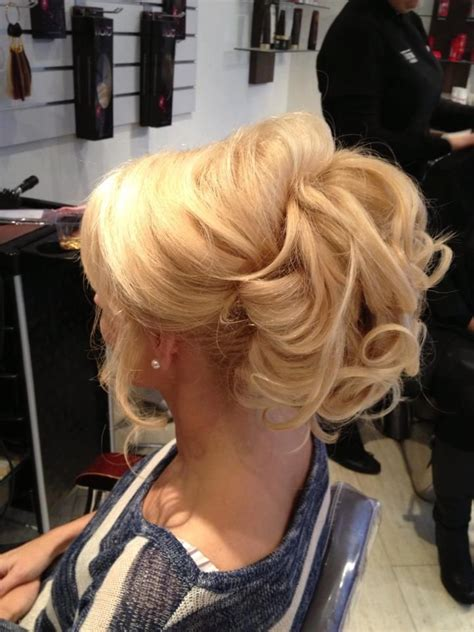 how to do an updo with halo extentions halo hair pony ponytail halo hair extensions in golden