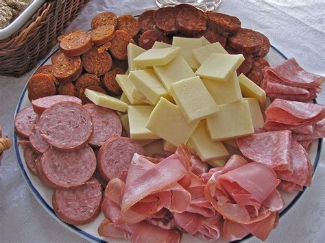 How To Decorate Cheese Platter by Cheese Platter To Decorate You Can Use Skewers