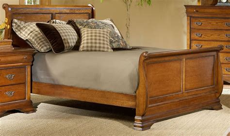 sleigh beds king shenandoah american oak king sleigh bed b4850 61h 61f 61r