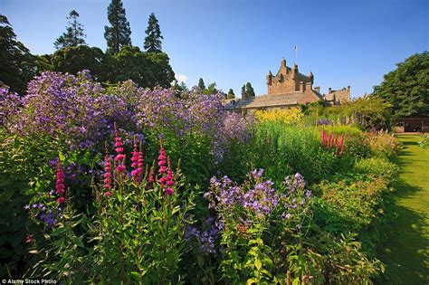 Garden In A Can The Uk S Beautiful Gardens Are The Place To Enjoy