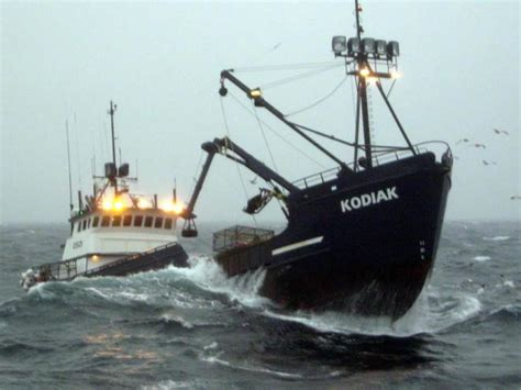 deadliest catch boat sinks 2017 crew deadliest catch wizard sinks newhairstylesformen2014