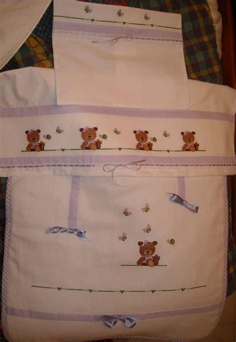 lenzuolini ricamati per culla set copertina e lenzuolini con orsetto bimba ricamati a