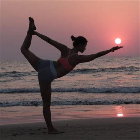 imagenes yoga naturaleza 191 qu 233 beneficios tiene practicar yoga en la playa telva