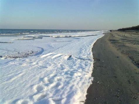 il meteo a porto tolle strane schiume sulla spiaggia di porto tolle l assessore