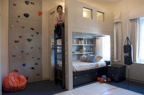 mur d escalade dans une chambre d enfant