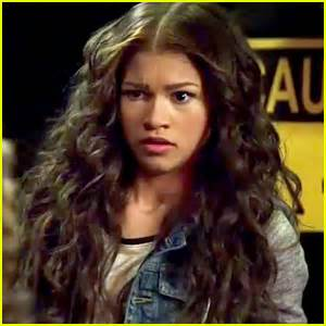 hair style kc undercover zendaya hair undercover kc 2015 zendaya finds out the