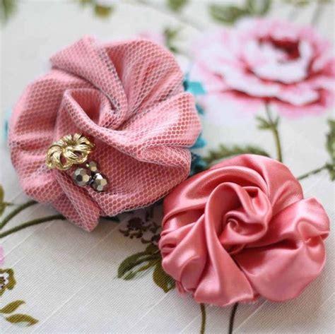realizzare fiori di tessuto come fare di stoffa bricolage fiori di stoffa fai