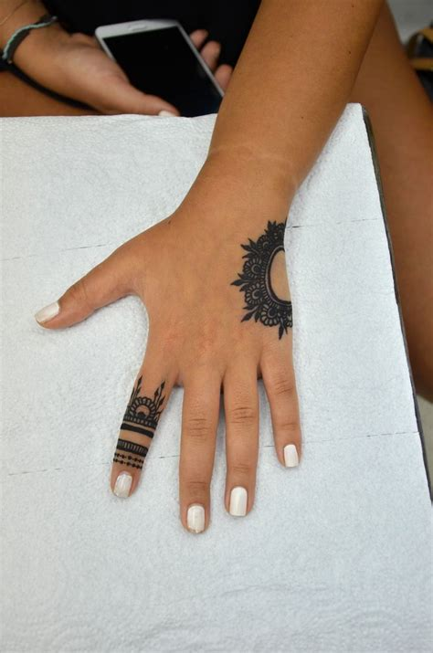 tattoo on hand round 17 best round 2 the big henna contest 2014 images on