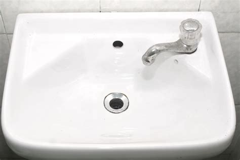 How To Clean White Porcelain Kitchen Sink How To Clean A Ceramic Sink Without Chemicals 7 Steps