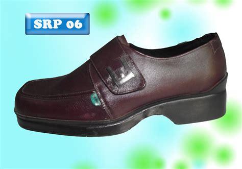 Sepatu Kulit sepatu pria top leather and non leather products