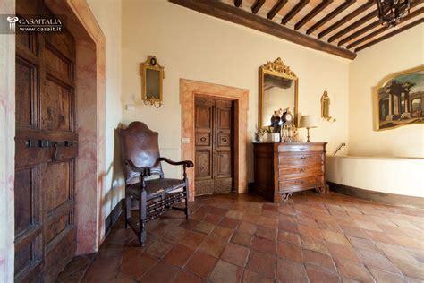 interni di castelli in vendita a todi