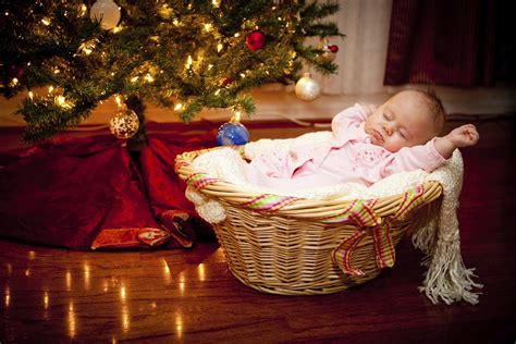 how to take baby frist christmas pictures 10 ways to celebrate baby s douglas toys 174