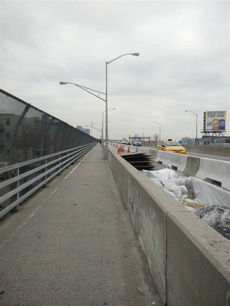 nacto streetsblog new york city eyes on the street pulaski bridge bikeway rounding into