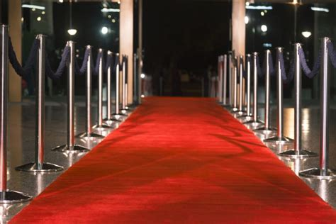 cual es el origen de la alfombra roja   simboliza exactamente