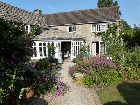 cottage bed and breakfast bullocks horn cottage bed and breakfast near malmesbury