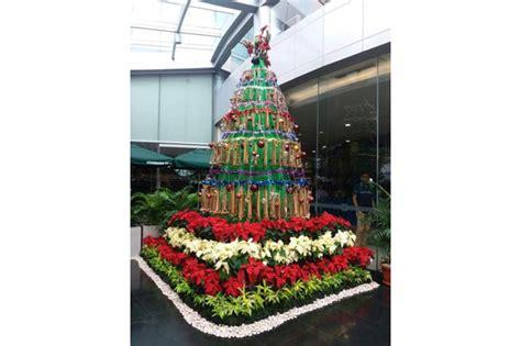negara arab membuat pohon natal pohon natal dari angklung menyita perhatian warga