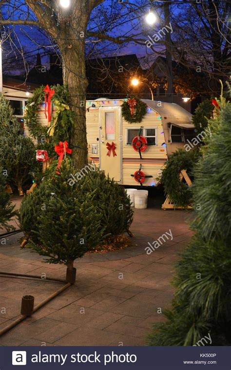 christmas tree lots chicago lincoln square chicago stock photos lincoln square chicago stock images alamy