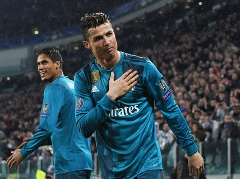 ronaldo juventus standing ovation cristiano ronaldo thanks juventus fans for standing ovation following stunning bicycle kick goal